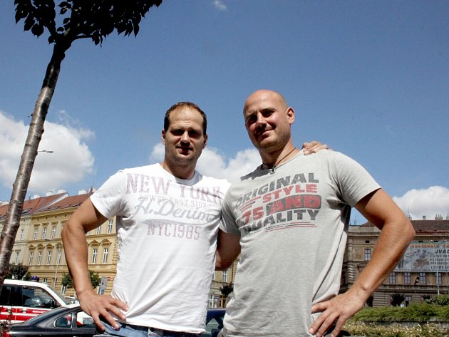 Hokejisté Milan Procházka (vlevo) a Tomáš Jakeš.