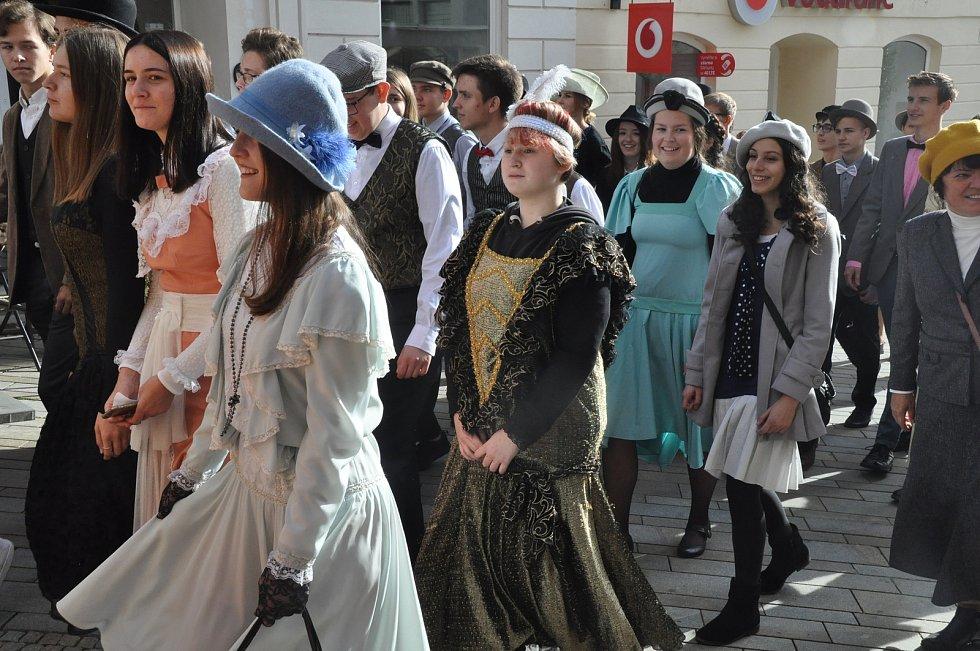 Znojemské gymnázium oslavilo sté narozeniny.