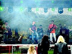 Pětice kluků již šestým rokem hraje melodický rock či pop rock v kapele Sillage.