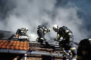 Požár hospodářského stavení ve Střelicích.