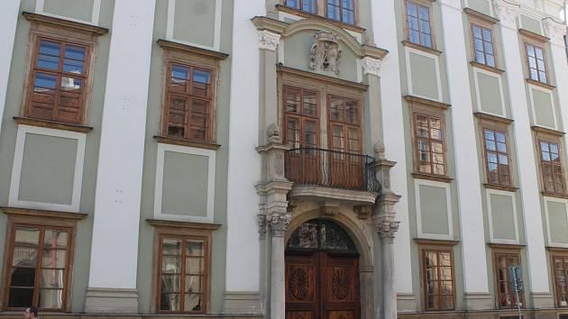 Starhemberský palác, mylně označovaný jako Althanský, je na prodej za 32 milionů korun. Stojí na znojemském Horním náměstí v těsném sousedství Václavského náměstí.