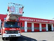 Znojemští hasiči vyjíždějí z nové stanice. Přemístilo se oddělení prevence i ředitelství územního odboru.
