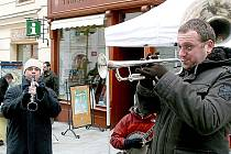 Jazz Fest v ulicích Znojma. Před radnicí hrál Kouda ´s Quartet.