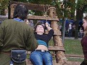 Ve středověkém ležení si návštěvníci mohli vyzkoušet i skřipec