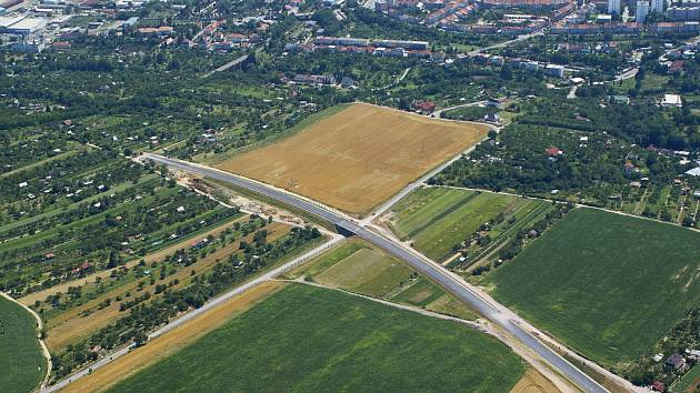 Letecké snímky zablokované stavby znojemského obchvatu