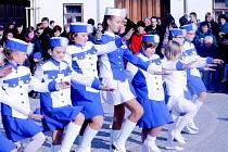 Přímo v den státního svátku otevřeli slavnostně opravené trojúhelníkové náměstí představitelé Blížkovic s obyvateli městyse a pozvanými hosty.