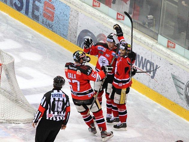 Znojemští Orli vyhráli na ledě domácí Vídně a snížili stav série.