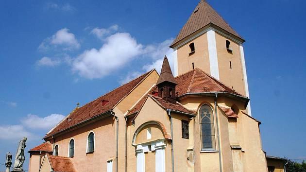 Opravený kostel sv. Víta.