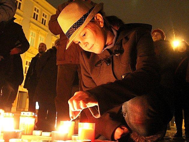 Lidé ve Znojmě uctili památku Václava Havla.