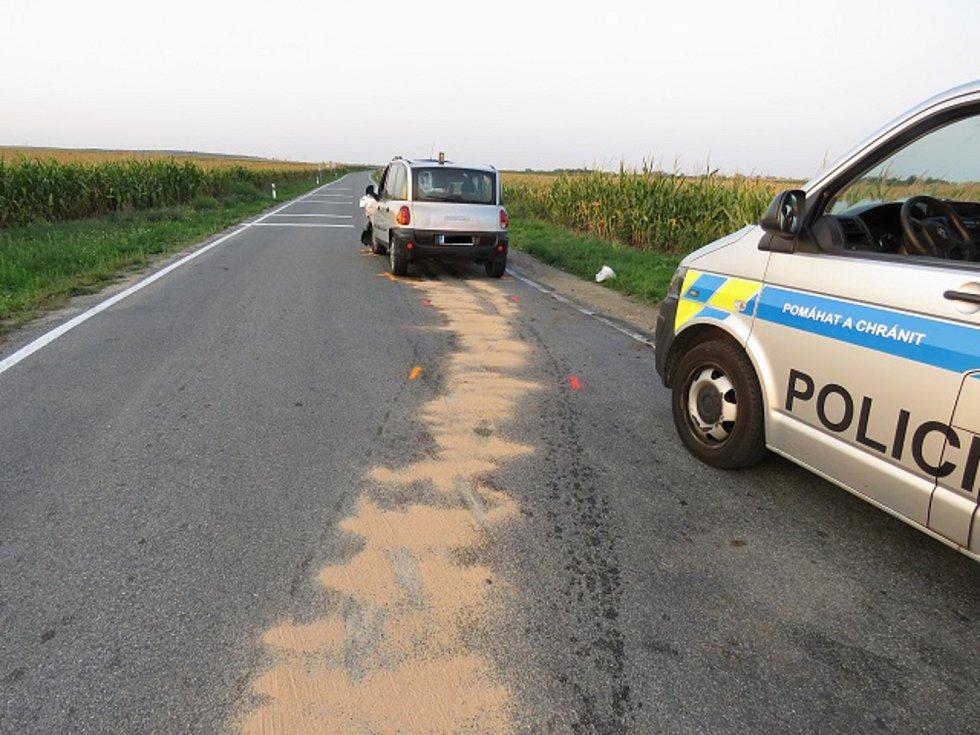 Policie pátrá po nehodě u Olbramovic po řidiči šedého Fiatu.