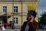 Slavnostním průvodem a karnevalovým posezením na Masarykově náměstí začal v pátek ve Znojmě devátý ročník Hudebního festivalu Znojmo.