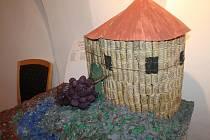 Dům porozumění na Slepičím trhu ve Znojmě hostí až do konce ledna výstavu dětských prací.
