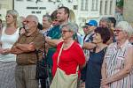 Na podporu požadavků spolku Milion chvilek pro demokracii a proti premiérovi Andrej Babišovi se na demonstraci ve Znojmě na Masarykově náměstí sešly v úterý přes dvě stovky lidí.