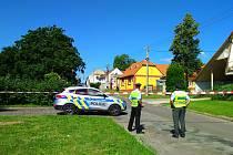 Policie zasahuje v Milíčovicích. Telefonát hrozil bombou.
