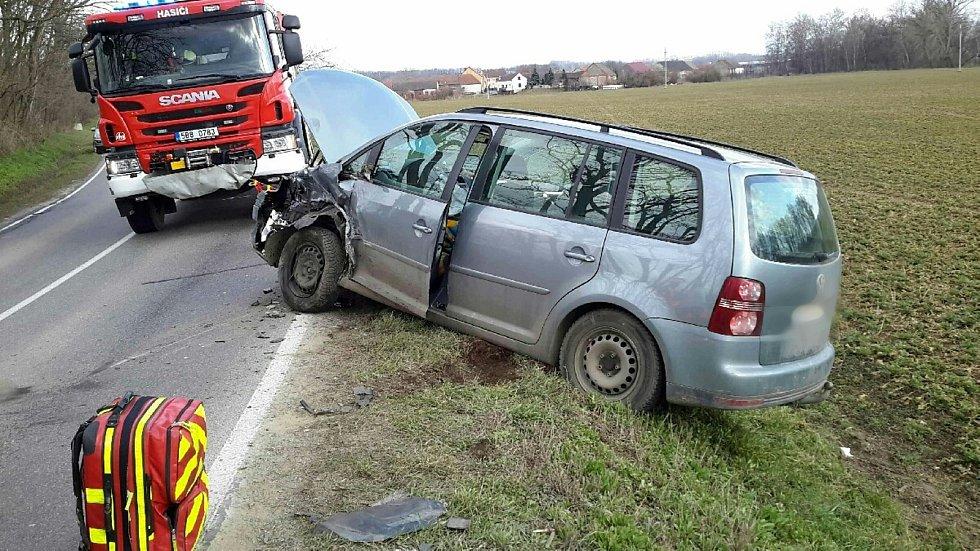 Dvě auta se v březnu čelně srazila u Němčiček na Brněnsku.