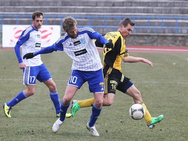 Ve šlágru kola Znojmo (v modrém) porazilo 2:0 na domácím trávníku Bohemians Praha 1905.