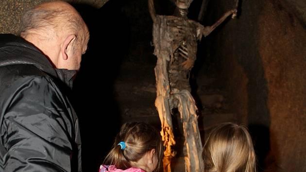 Speciální prohlídku podzemí zažily děti o posledním březnovém dnu ve Znojmě. Sbíraly tam velikonoční vajíčka. S kočkami a kocourem.