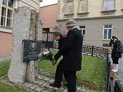 Zhruba tři desítky lidí se ve státní svátek zúčastnily připomínky čtyřiadevadesátého výročí vzniku samostatného Československa.