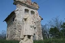 U Prosiměřic našli památkáři bezhlavou sochu svatého Jakuba Většího.