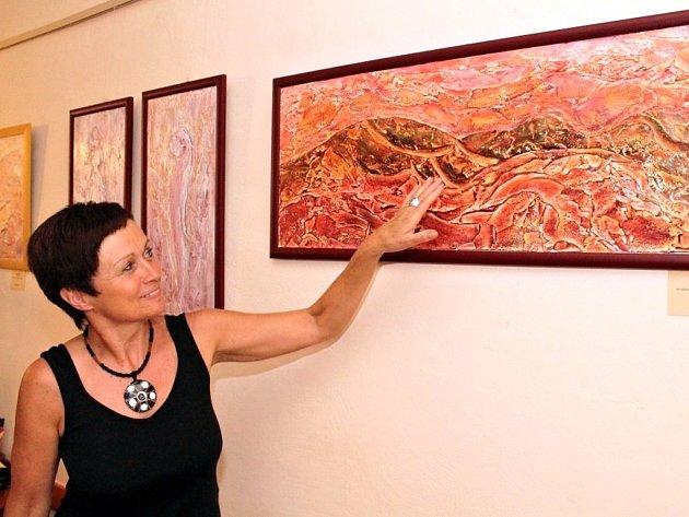 Ve znojemské galerii Na Věčnosti vystavuje aranžérka, designérka a výtvarnice Daria Švajková.