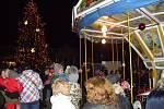Oslavy adventu ve Znojmě odstartovaly rozsvícením vánočního stromu. Předtím se uskutečnil v centru města Adventní běh Znojmem.