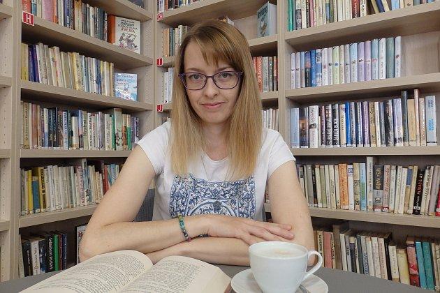 Knihovnice zLitobratřic na Znojemsku Eliška Zichová (na snímku) pořádá iakce pro obyvatele, především pro děti.