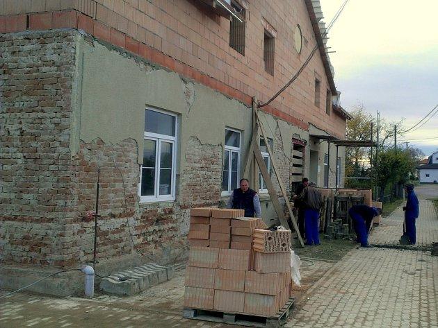 Šest nových bytů pro mladé rodiny budují ve Višňové.