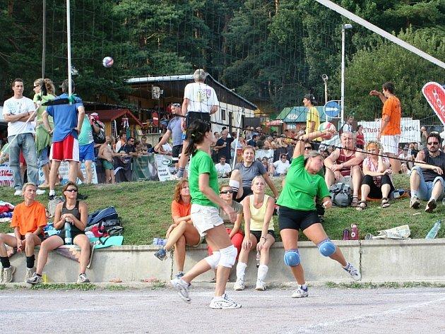 Volejbalové juniorky míří na mezinárodní turnaj  do Bratislavy