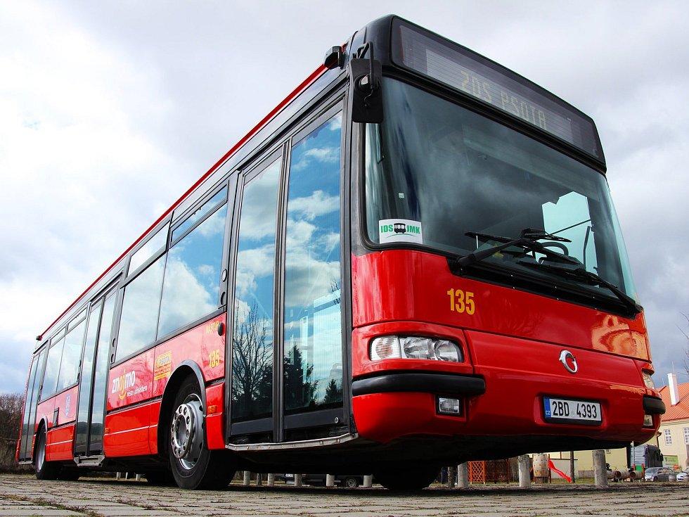 Autobusová doprava ve Znojmě přepraví denně tisíce cestujících.