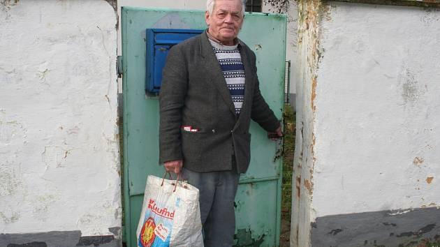 Důchodce Jiří Jeřábek byl šedesát hodin bez elektřiny.