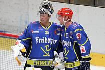 Pozdě, ale přece. Znojemští hokejisté měli v pondělí na programu duel s německým Weißwasserem. Utkání se odehrálo s devadesátiminutovým zpožděním kvůli problémům na cestě německého celku. Ani to mu však nevadilo. Nad Znojmem německé Lišky zvítězily 3:2.