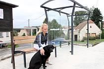 Novou autobusovou zastávku mají v příhraničním Podmolí. Do konce roku by také měli mít opravený kulturní dům nedaleko zastávky.