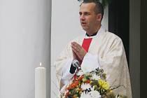 Na dvě stovky lesáků, myslivců a věřícch z Vranovska se sšly v sobotu dopoledne u lesní kaple Maria Schütz, Panny Marie Ochranitelky k třetí Svatohubertskou mši.