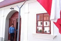 Úderem druhé hodiny odpolední otevřela volební místnost v Popicích u Znojma v Domě Charlese Sealsfielda předsedkyně volební komise Iva Auerová Krutišová.