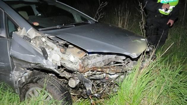 O velikém štěstí mohou mluvit účastníci pondělní dopravní nehody. Dvě auta se střetla mezi Dyjí a Suchohrdly na státní silnici číslo 53. Srážka se obešla bez zranění.