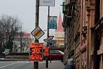 Reklama na sloupech v ulicích Znojma byla 5. 12. 2019 především na slevy v prodejnách elektro, ale také třeba na aktuální program znojemského adventu.