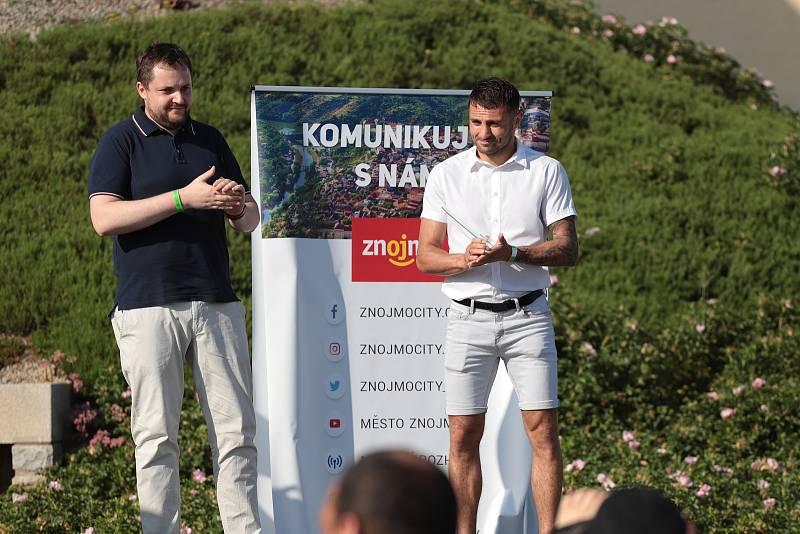 Okresní sdružení ČUS Znojmo vyhlásilo výsledky ankety o nejlepší sportovce regionu za rok 2020. Nejlepším borcem byl vyhlášen boxer Vasil Ducár.