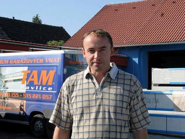 Firma TAM Tomáše Čecha patří mezi největší výrobce garážových a sekčních vrat v zemi.