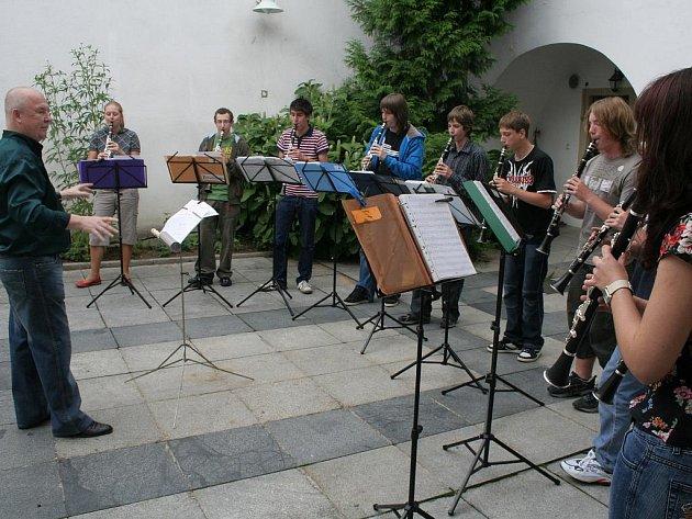Studenti Karla Fojtíka zahráli v Domě umění