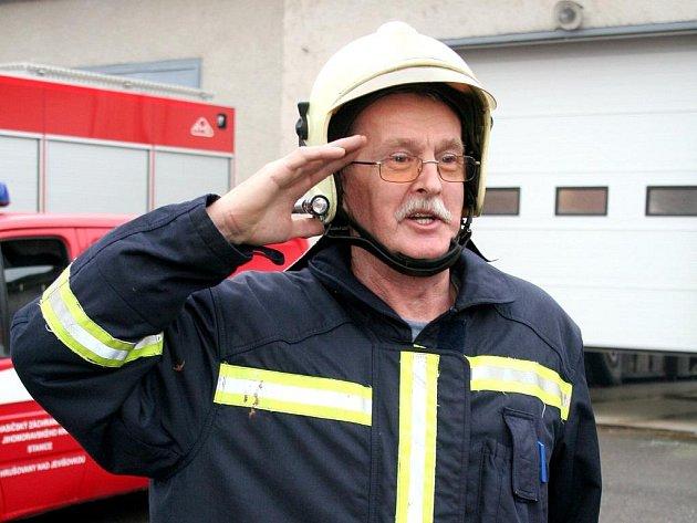 Profesionální hasič Alfréd Ležák při poslední službě.
