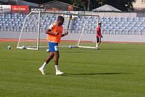 Se znojemskými fotbalisty trénuje nově i Haiťan Kenny Doublette.
