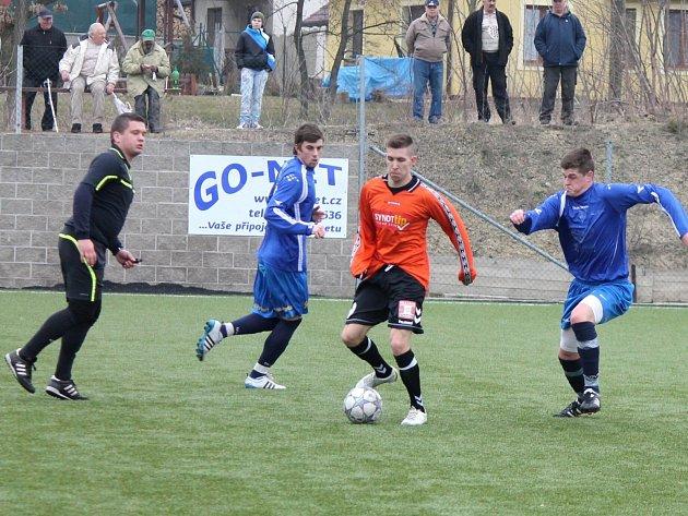 Fotbalisté divizních Tasovic si poradili na hřišti v Hrušovanech nad Jevišovkou s mužstvem Rosic 2:1.