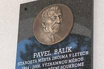 Při příležitosti 14. výročí fungování Soukromé vysoké školy ekonomické ve Znojmě odhalili představitelé školy a hosté pamětní desku bývalému starostovi Znojma Pavlovi Balíkovi.