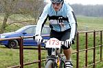 Cyklisté zahájili letošní sezonu. Tradičně na Hrušovansku a na setkání Primavera bike. O medaile nešlo, důležité bylo setkat se a společně vyrazit. Sezonu symbolicky zahájil výstřelem ze startovací pistole vítěz Závodu míru z roku 1964 Jan Smolík.