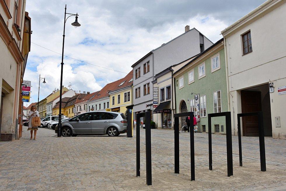 Po měsících uzavírek skončila rekonstrukce Horní České a Malé Michalské ulice ve Znojmě.