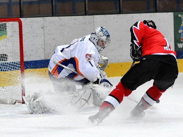 Znojemští Orli vs HC Stadion Litoměřice - v šanci Vladimír Říha.