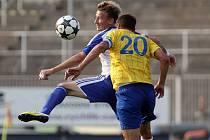 Znojmo (v modrobílém Marek Heinz) remizovalo na stadionu v Brně s Teplicemi 0:0.