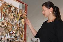 Galerie Knížecího domu v Moravském Krumlově hostí novou výstavu, která se věnuje trampingu.