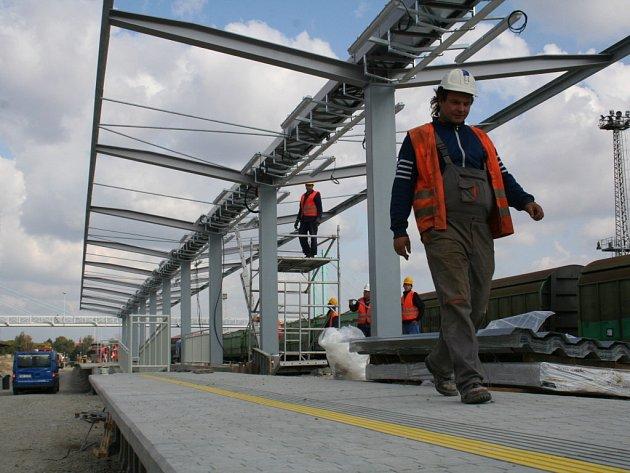 Na znojemském nádraží vzniká nové nástupiště