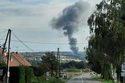 Na snímcích požár hned v počátku. Na místě už zasahovala jedna jednotka, během cca 15min bylo vidět plameny na vzdálenost 5km z kopce od Rybníku.